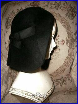 EARLY 1930s LILLY DACHE Art Deco Halo Hat Black Fet w Bakelite Brooch Super Rare