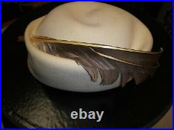 Halston White wool Feathered Hat VINTAGE Cap Authentic LABEL. Excellent condition