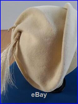 Original vintage 1940s/1950s Ivory/Off White Felt Designer Hat Gorgeous