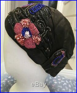 Outstanding Antique French Flapper Hat / Cloche 1920s, silk, floral beading