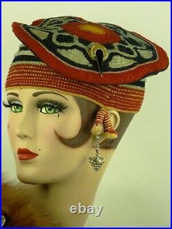VINTAGE 1930s ART DECO BERET, MULTI COLOURED CROCHET w HAT FLASH & SIDE TASSELS
