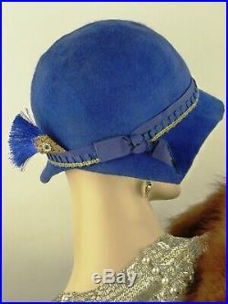 VINTAGE HAT 1920s CLOCHE HAT, COBALT BLUE FELT LOW BRIMMED GOLD & BLUE & HAT PIN