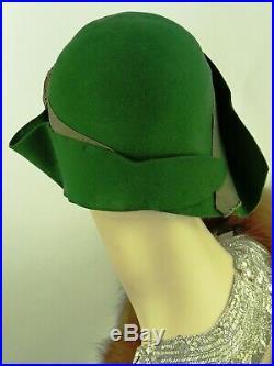 VINTAGE HAT 1920s CLOCHE HAT, GREEN FELT ASYMMETRIC BRIM w RHINESTONE HAT FLASH
