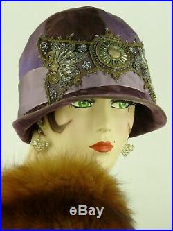 VINTAGE HAT 1920s ORIGINAL CLOCHE HAT PURPLE VELVET w EXQUISITE BEADED FRONTAGE