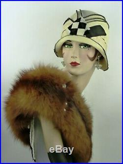 VINTAGE HAT 1920s SUPERB MONOCHROME FELT SEAMED CLOCHE w BIRD DECO HAT FLASH PIN
