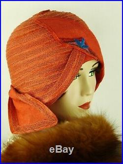 VINTAGE HAT 1920s SUPERB SCARLET RED WINGED HELMET CLOCHE w COBALT DECO APPLIQUE
