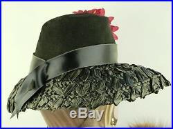 VINTAGE HAT 1930s FRENCH, BLACK FELT & WOVEN RAFFIA BRIMMED HAT w PINK FLOWERS