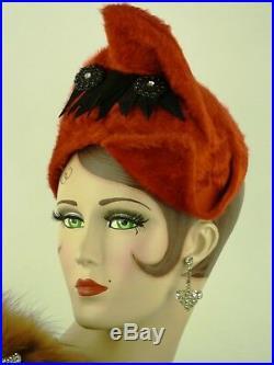 VINTAGE HAT 1930s THE FAMOUS BARR CO. RED & BLACK BRUSHED FELT TILT PIXIE TOPPER