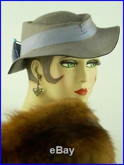VINTAGE HAT 1930s USA, POWDER GREY FELT SLOUCH, RIBBON & BOW & ORIGINAL HAT PIN