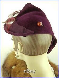 VINTAGE HAT 1940s ENGLAND, AUBERGINE FELT ASYMMETRIC DAY HAT w FEATHERS & HATPIN