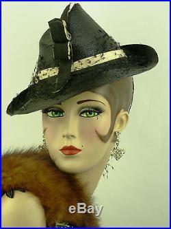 VINTAGE HAT 1940s FRENCH, BEAUTIFUL LADIES TILT HAT IN FINE BLACK STRAW w CREAM