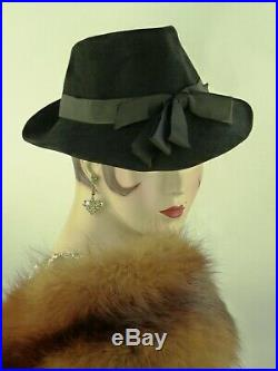 VINTAGE HAT 1940s FRENCH, BLACK FELT FEDORA, w RIBBON BANDING & ROSETTE FRONT