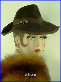 VINTAGE HAT 1940s FRENCH, BROWN FELT FEDORA, w RIBBON BANDING & HAT FLASH PIN