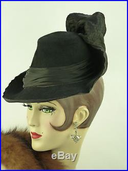 VINTAGE HAT 1940s FRENCH TILT TOPPER w SLOPING BRIM, CROWN, SATIN BAND & BIG BOW