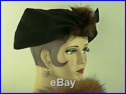 VINTAGE HAT 1940s USA'LUETTA MODELS' BLACK FELT PINCH FRONT w FUR CENTRE PIECE