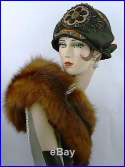 VINTAGE HAT ORIG 1920s CLOCHE BLACK SILK, EGYPTIAN REVIVAL w APPLIQUE & THREADS