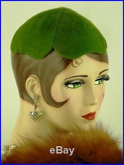 VINTAGE HAT ORIGINAL 1930s USA, HATTIE CARNEGIE, SHAMROCK, GREEN FELT SKULL CAP
