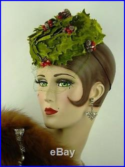 VINTAGE HAT ORIGINAL 1950s CHRISTMAS PILLBOX HAT, VELVET LEAVES & HOLLY BERRIES