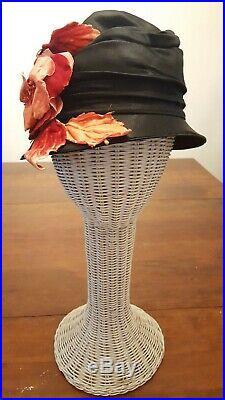 Vintage Antique 1920's Flapper Hat, Silk Satin Cloche, Red and Black, Gatsby