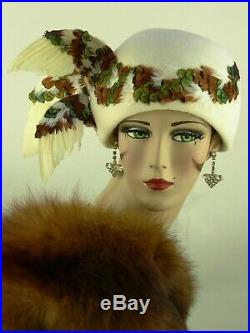 Vintage Hat Jack Mcconnell, Three Winged Cloche, In White Felt & Peacock Feather